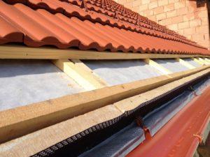 dakpannen op onderdak